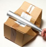 Paket beschädigt mit einem Schläger