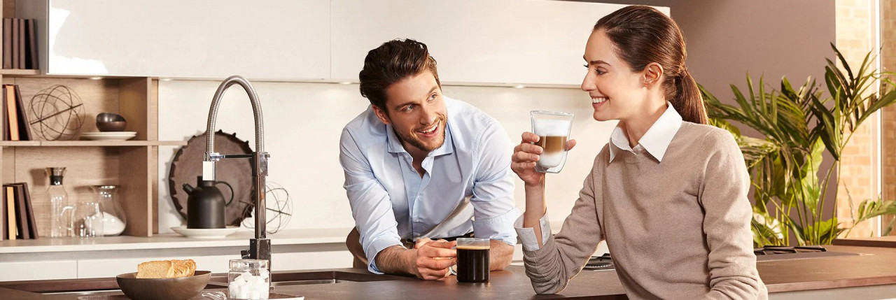 De'Longhi Emotions picture with man and woman in kitchen with coffee drink