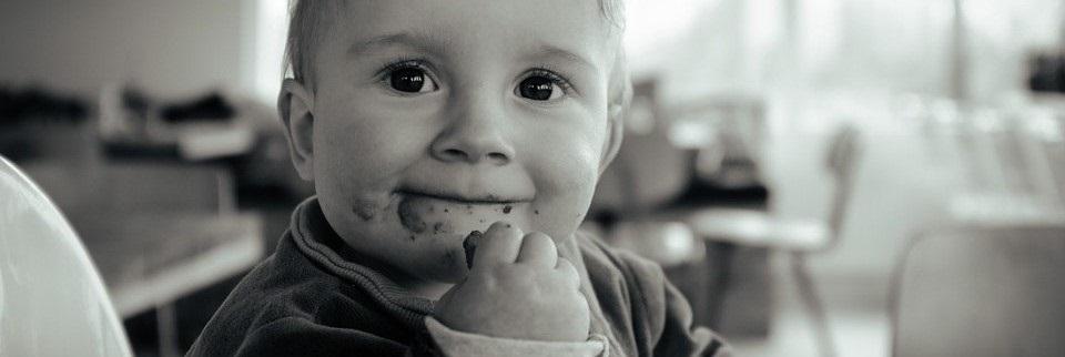El bebé come