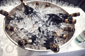 Champagnerflaschen im Eiskühler