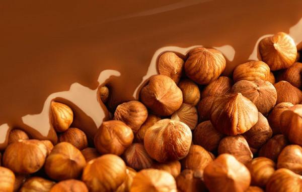 Les meilleurs ingrédients de Lindt : les noisettes dans le chocolat